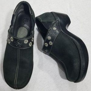 Ariat clogs flower embellishments black 8.5